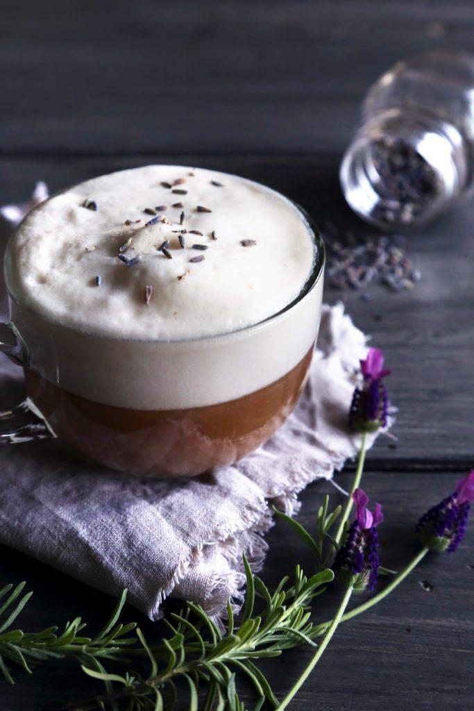 Almond Milk London Fog {Lavender Earl Grey Tea Latte} | Vegan friendly and free of dairy and refined sugar.