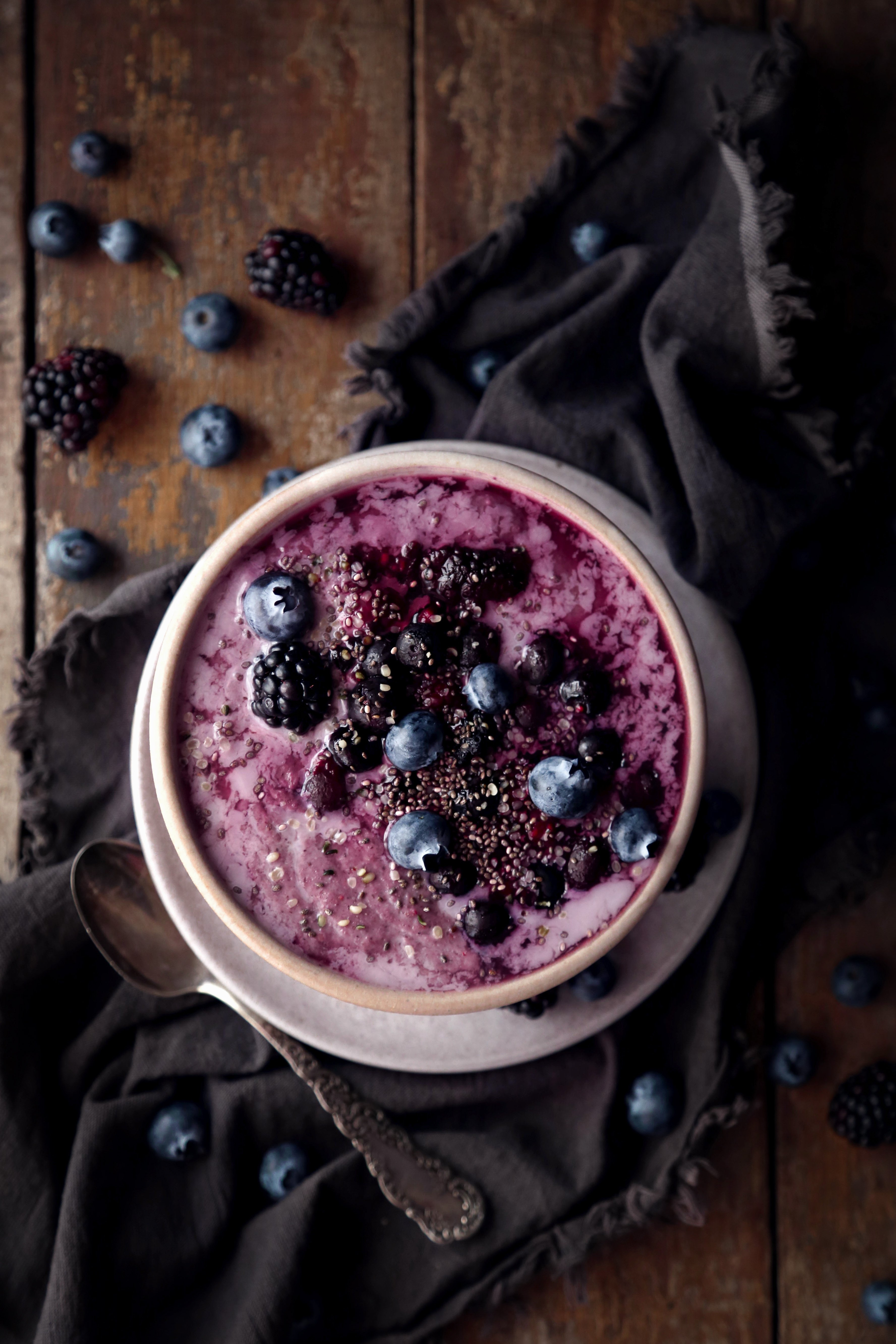 Creamy Mixed Berry Oatmeal | Free of gluten, dairy, and refined sugar. Vegan/vegetarian friendly!