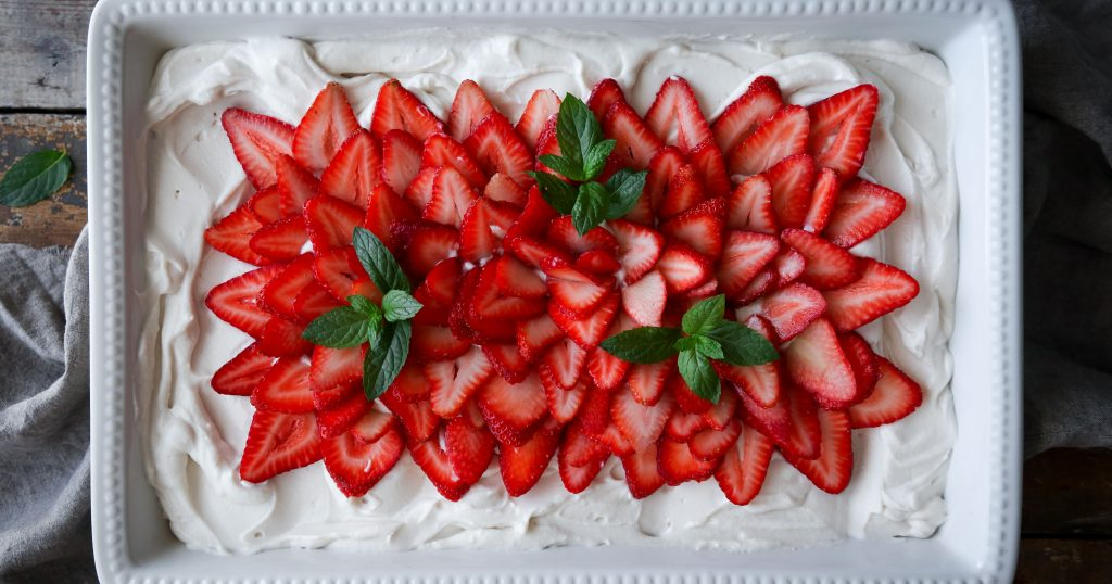 Vegan Vanilla Sheet Cake With Strawberries Wife Mama Foodie