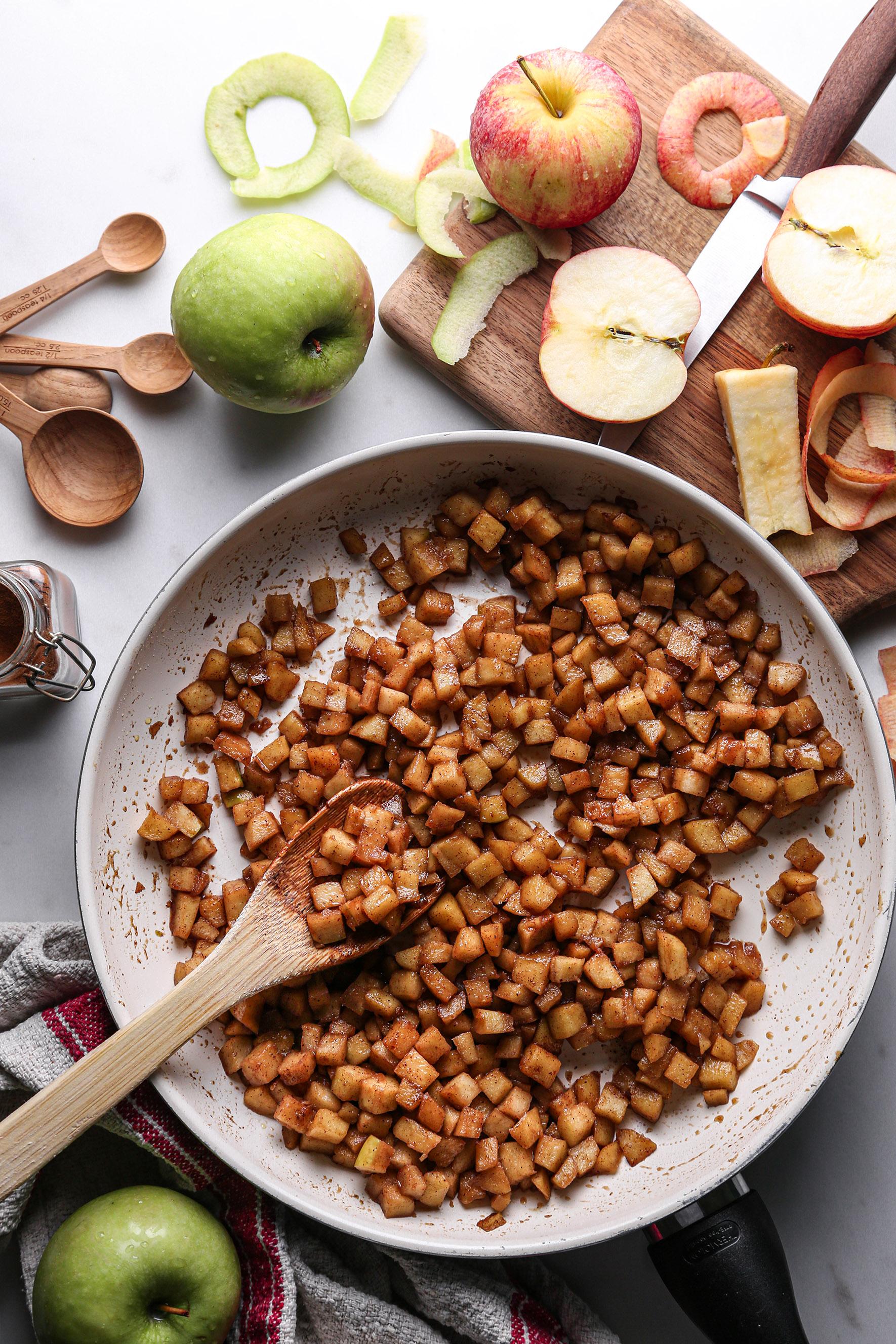 Apple Cinnamon Rolls | Vegan and refined sugar free