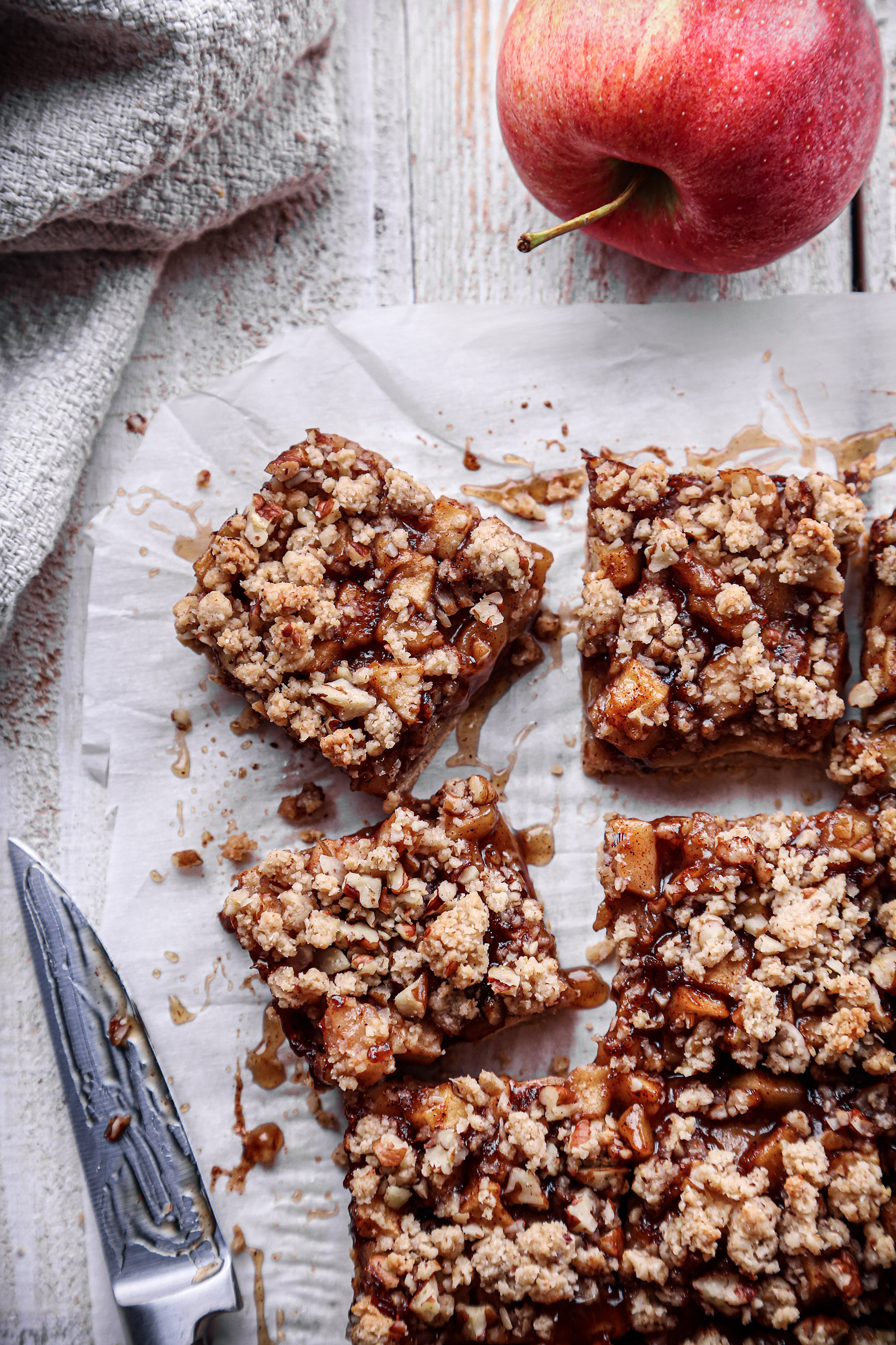 Healthier Apple Crumb Bars | Vegan plus gluten and refined sugar free.